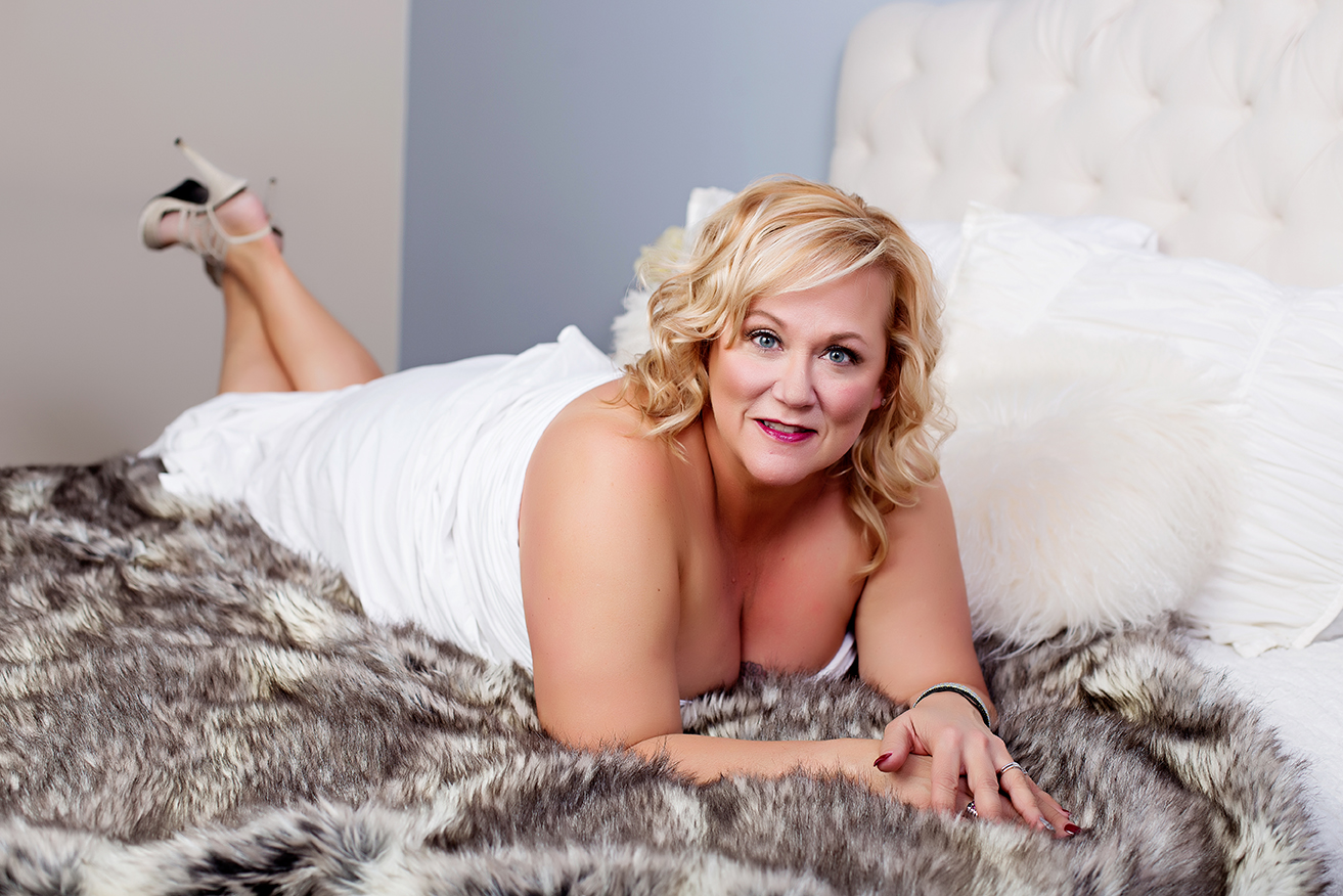 female boudoir photographer in crown point Indiana